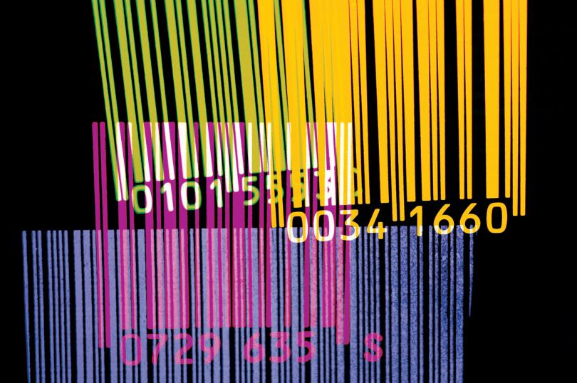 emissão de código de barras - vários códigos de barras coloridos em um fundo preto