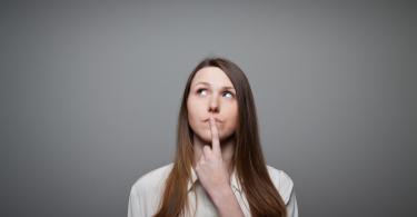 mudanças na legislação - mulher com expressão de dúvida