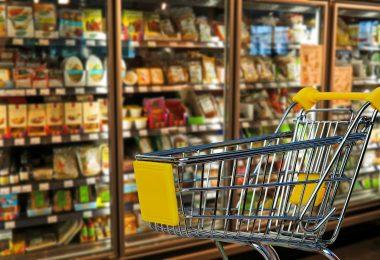 calcular preço de venda - carrinho de compras com refrigeradores de mercado ao fundo