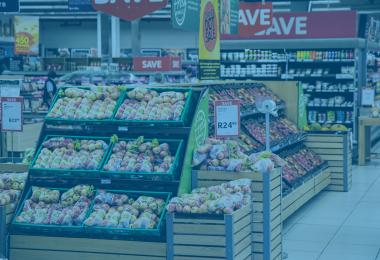 Cadastro de produtos - interior de um supermercado com vários stands de produtos
